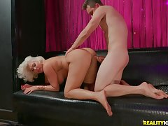 Super fat bore on a cock riding kirmess mommy