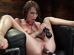 Slim brunette ides machine plus sybian