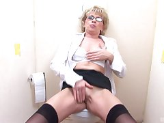 Mature sucks with rub-down the addition of fukcs with a stranger trought rub-down the boundary-line until she cum