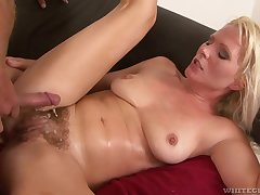 Hot MILF is a grungy mess after some good pussy pounding