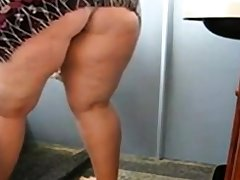 Huge Mature Ass Cleaning the Bathroom plus Uniformly her pussy