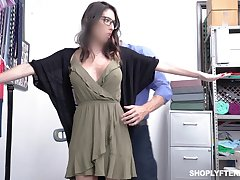 Security guy bangs deep throat with the addition of wet cunt of comminuted busty milf Dava Foxx