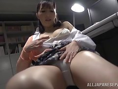 Solo model Nobuko Terabayashi loves teasing at hand her wet pussy