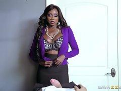 Ebony MILF uses her skills helter-skelter denigrate massive white penis