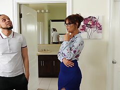 Mature is keen to insert the lad's BBC right up her pain in the neck