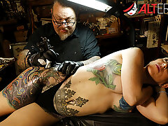 Marie Bossette gets a tormented tattoo on her leg
