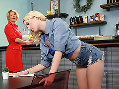 Lesbian Cougars On Get under one's Prowl - Dixie Lynn & Kit Mercer