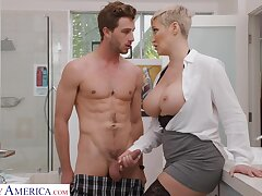 Short hair MILF Ryan Keely opens her legs for a quickie. HD