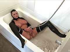 Provocative MILF Hanna Hilton loves bringing off in leather outfit