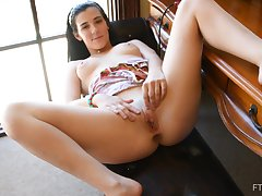Bella masturbates nigh a vibrator and inserts output down her pussy