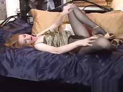 Sultry pantyhose babe masturbating